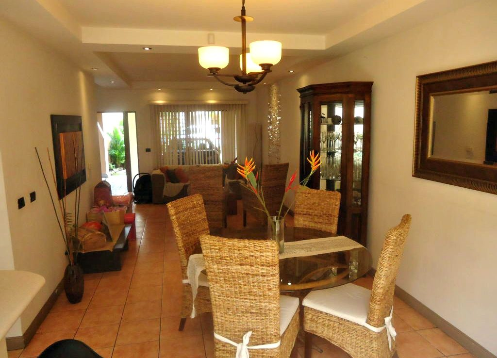 Affordable 2 bedroom townhouse for sale in santa ana for 2 bedroom townhouse
