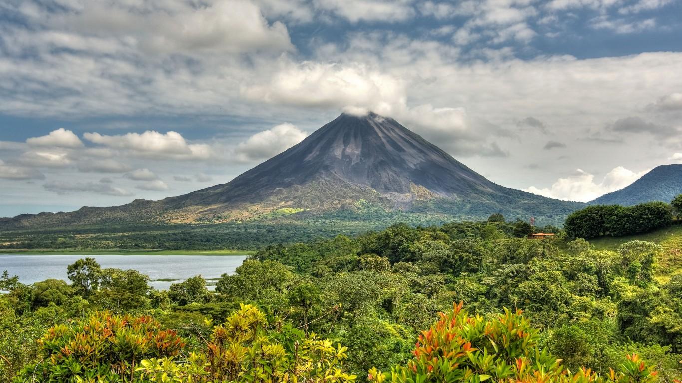 visit volcano costa rica bucket list